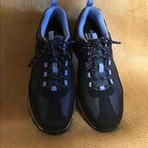 Skechers waterproof shoes NWOT great comfort shoe